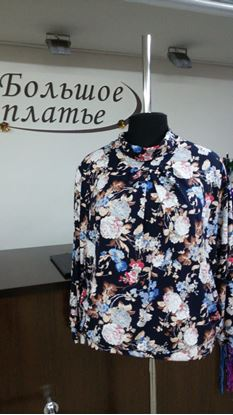 """Изображение Блуза """"Хомут""""п длин рукав цвет гол, крас, беж цветы на темно- синем"""